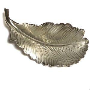 Vintage / Giovanni / Leaf Brooch